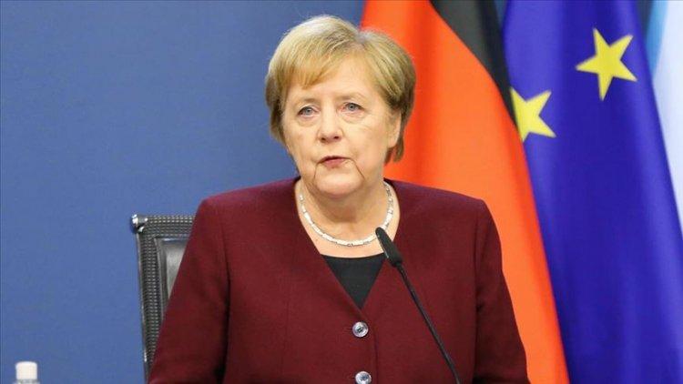 """Merkel: """"Lütfen mümkün olduğunca evde kalın, insanlarla daha az temas kurun"""