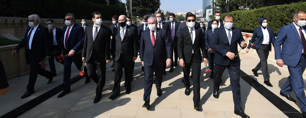 TBMM Başkanı Mustafa Şentop Bakü'de şehitleri ziyaret etti