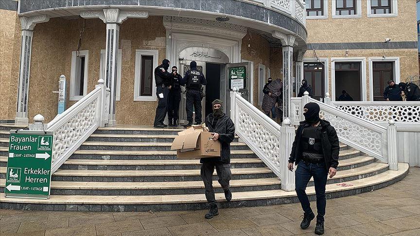 Berlin'de 150 polis camiye baskın yaptı, cami adabı hiçe sayıldı