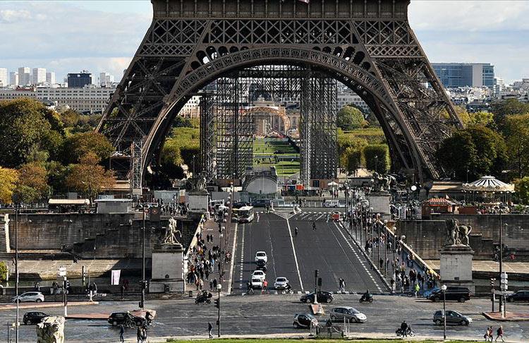Fransa ekonomik krizin faturasını Müslümanlara kesiyor