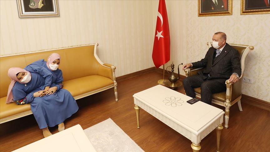 Cumhurbaşkanı Erdoğan, Kahramanmaraşlı siyam ikizleriyle görüştü