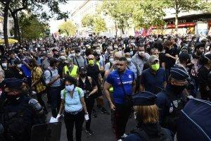 Fransa'da sarı yelekli gösteriler ikinci yılına girdi