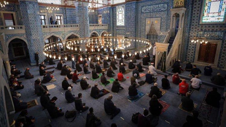Rüstem Paşa Camisi cuma namazıyla ibadete açıldı