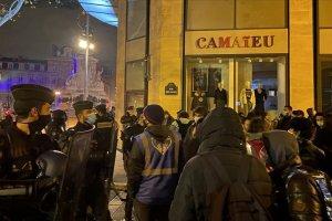 Paris'te sığınmacılara 'şoke edici' polis şiddetine soruşturma