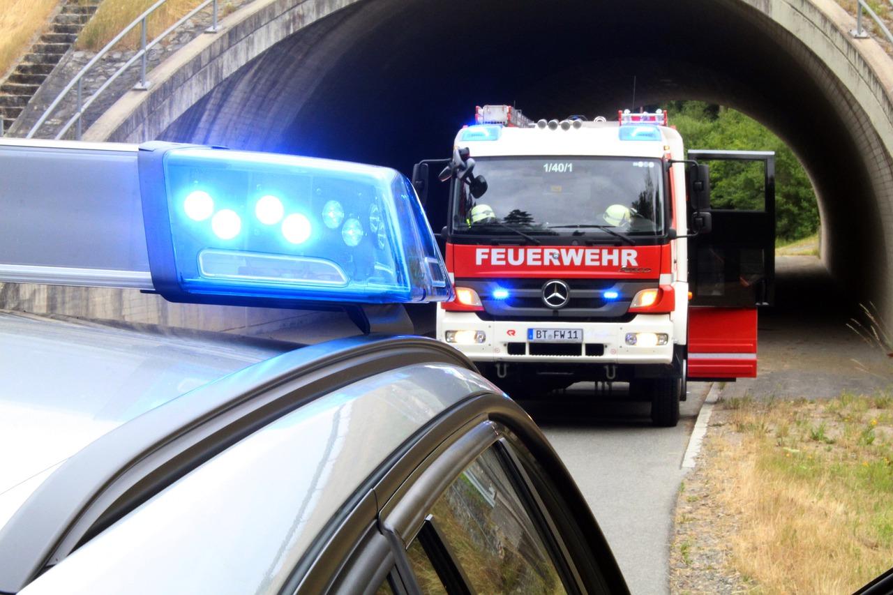 Almanya'da polis ve itfaiyeye aşırı sağcı şüphelisiyle operasyon
