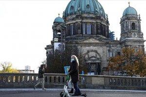 Almanya'daki Kovid-19 kısıtlamaları 20 Aralık'a kadar uzatıldı