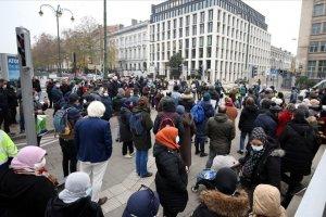 Brüksel'de göçmenler oturum izni için gösteri düzenlediler