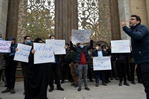 Tahran'da İranlı nükleer bilimcinin öldürülmesi protesto edildi