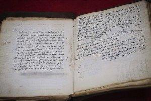 Bosna Hersek'te Osmanlı döneminden kalma el yazmalarını yıllardır koruyor
