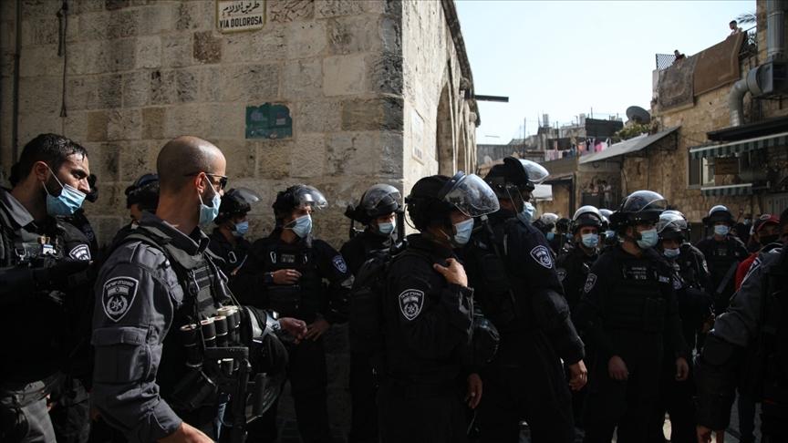 İsrail polisi, Filistinlilere cuma namazında Mescid-i Aksa'ya girişine izin vermedi