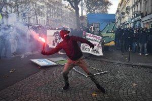 Fransa'da artan tepkiler üzerine güvenlik yasa tasarısı yeniden yazılacak