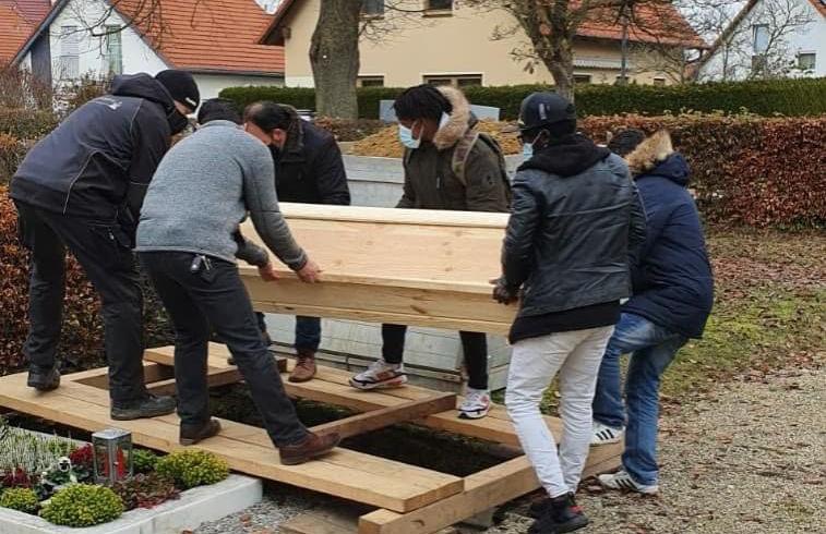 Almanya'da vefat eden Afrikalı gence Türk dernekleri sahip çıktı
