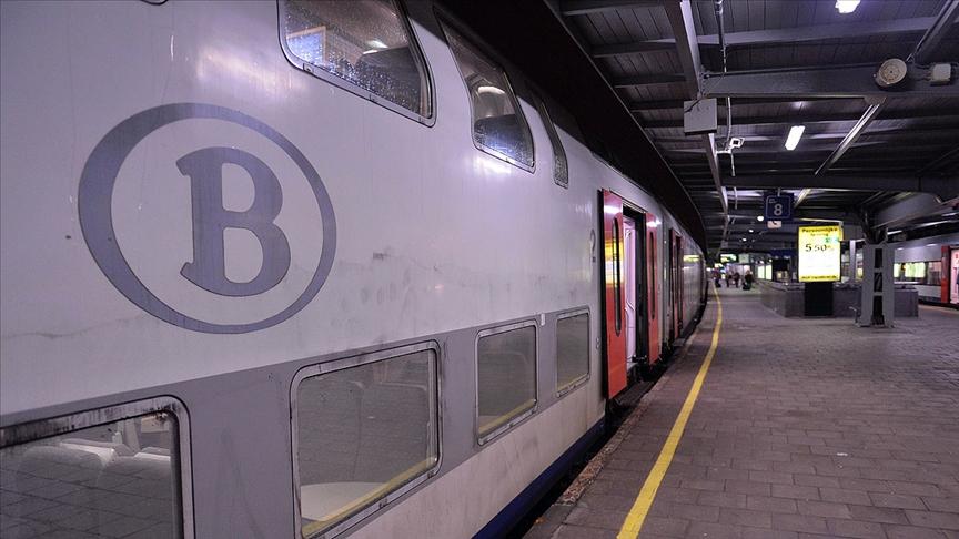Belçika, İngiltere ile hava ve demir yolu ulaşımını durduruyor