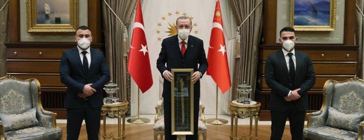 Cumhurbaşkanı Erdoğan, Viyana'daki terör saldırısında yaralanan Türkleri kabul etti