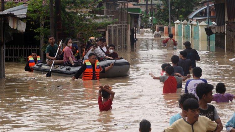 Endonezya'da 1380 kişi selden etkilendi