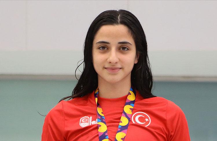Milli yüzücü Deniz Ertan serbestte olimpiyat A barajını geçti