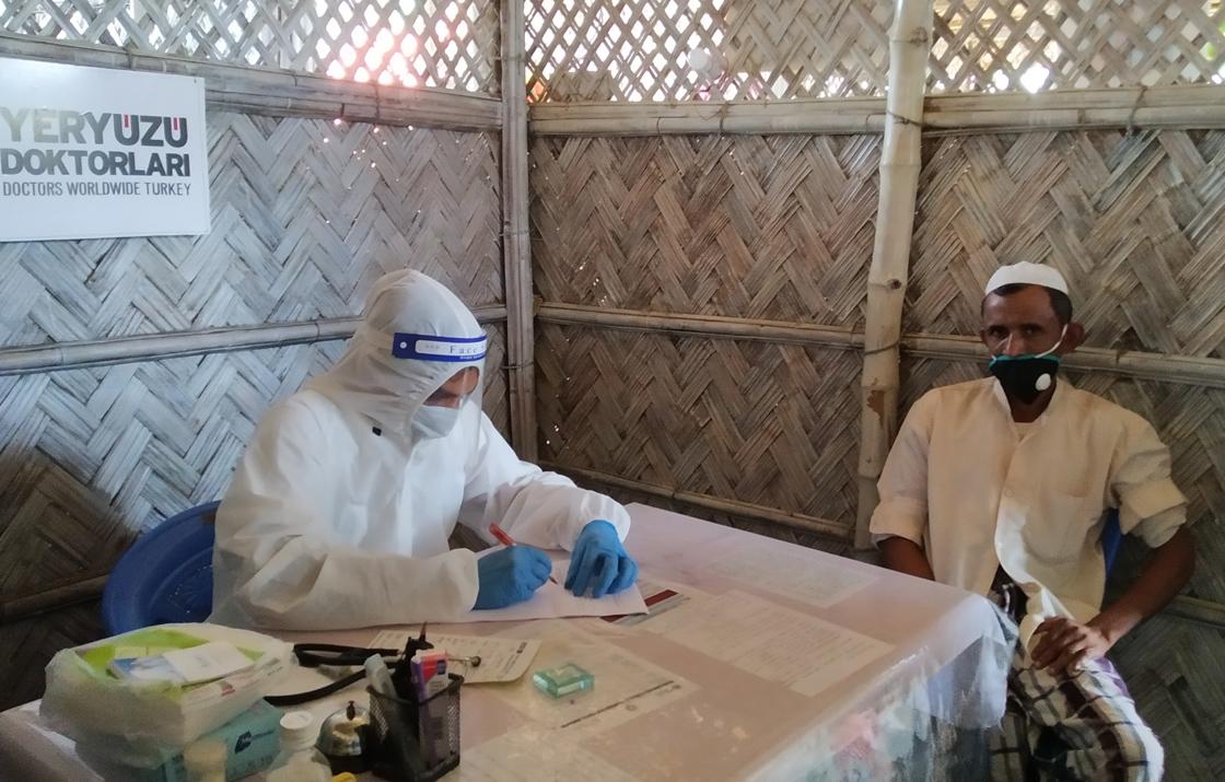Yeryüzü Doktorları Bangladeş'teki Arakanlı mülteciler için çalışmalarını kesintisiz sürdürüyor