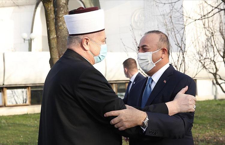 Bakan Çavuşoğlu Hırvatistan Müslümanlarıyla buluşunca duygusal anlar yaşandı