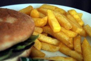 Düşük kaliteli karbonhidratlarla beslenmenin kalp riskini artırdığı tespit edildi
