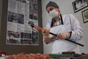Kuaförlüğü bırakıp Adana kebab ustası oldu