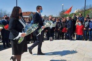 Başbakan Kurti Viosa ile büyük kruşa anıt kompleksini ziyarte etti