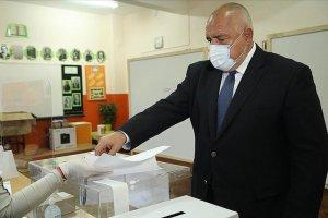 Bulgaristan'da yapılan genel seçimde  hiçbir parti tek başına hükümet kuramıyor