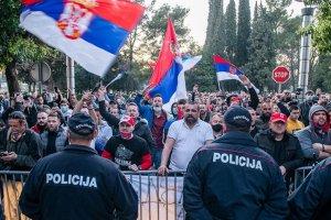 Srebrenitsa'daki soykırımı inkar eden bakanın istifası isteniyor