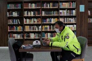 İlk romanı ilgi gören trafik polis yeni roman için kolları sıvadı