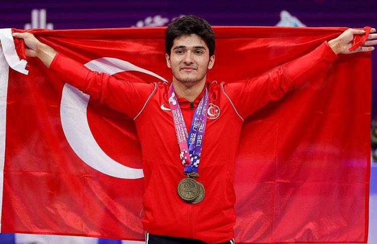Milli halterci Furkan Özbek Avrupa şampiyonu oldu