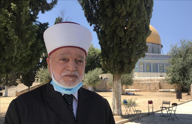 İsrail polisi camideki hoparlörün kablosunu kesti