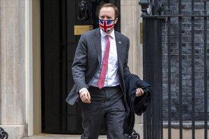 İngiltere Sağlık Bakanı'nın Matt Hancock aldığı 'şirket ihaleleri ülkeyi karıştırdı