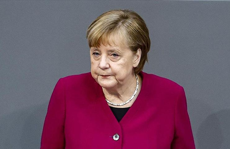 Almanya Başbakanı Merkel yoğun bakımdaki doktorların 'yardım' çağrılarının duyulmasını istedi