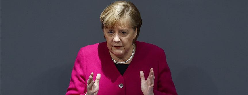 Merkel, ABD'nin İklim Zirvesi'ne dönmesini memnuniyet duydu