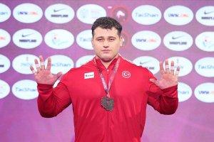 Milli güreşçi Kayaalp kariyerindeki 10. Avrupa şampiyonluğunu kazandı