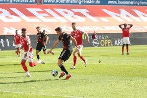 Lider Bayern Münih, deplasmanda yıkıldı