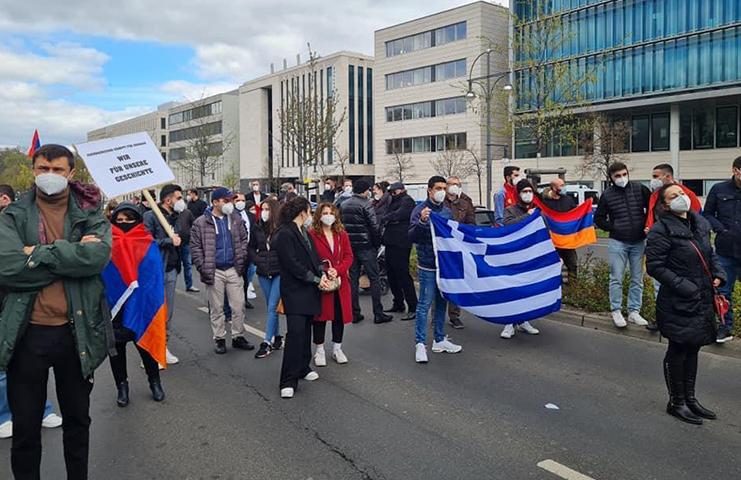 Ermeniler AB desteğiyle miting düzenlendi