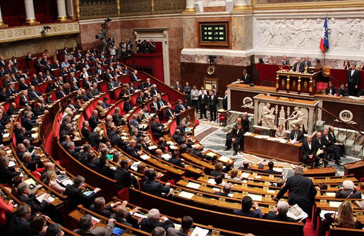 Fransa'da emekli generalin Meclisteki siyasi gruplara 'iç savaş' uyarısı