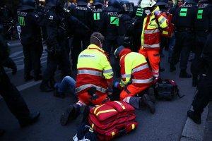 Berlin'de 1 Mayıs'ta çıkan şiddet olaylarında AA muhabirleri yaralandı