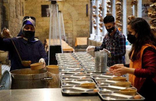 Kilise iftar için Müslümanlara kapılarını açtı