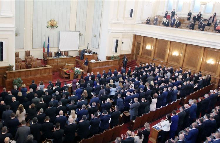 Bulgaristan'da siyasi kriz erken seçimi gösteriyor