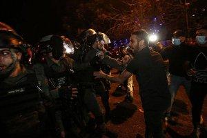 İsrail polisi, Kadir Gecesi öncesi yüzlerce Filistinlinin Kudüs'e gitmesini engelliyor