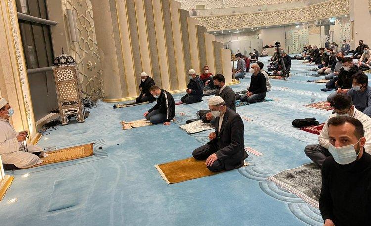 Köln DİTİB Merkez Camii'nde Kadir Gecesi dualarla idrak edildi