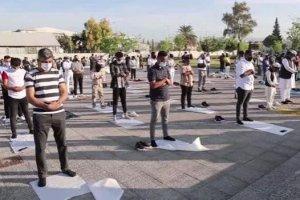 Yunanistan'ın Atina şehrinde yeni camide bayram namazı kılındı