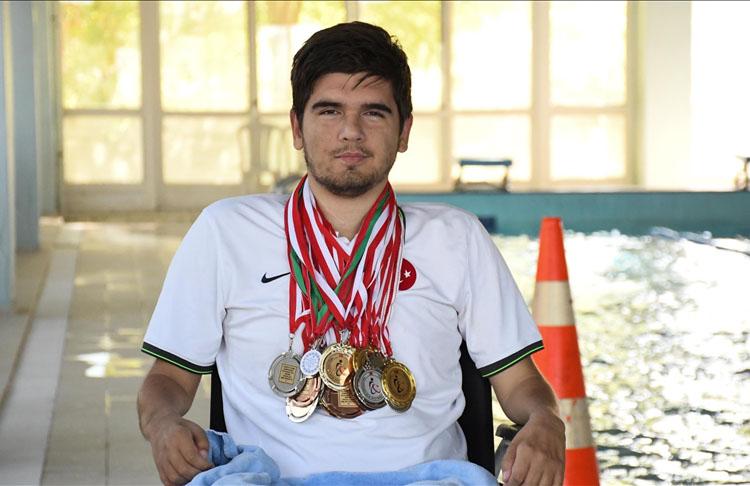 Bedensel engelli milli yüzücünün hedefi Avrupa şampiyonluğu