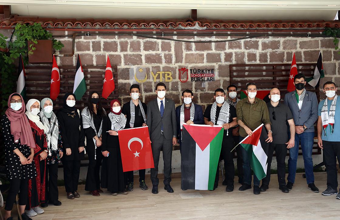 YTB Başkanı Eren Filistinli bursiyerlerle bir araya geldi
