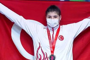 Dünya Gençler Halter Şampiyonası'nda Dilara'dan altın madalya