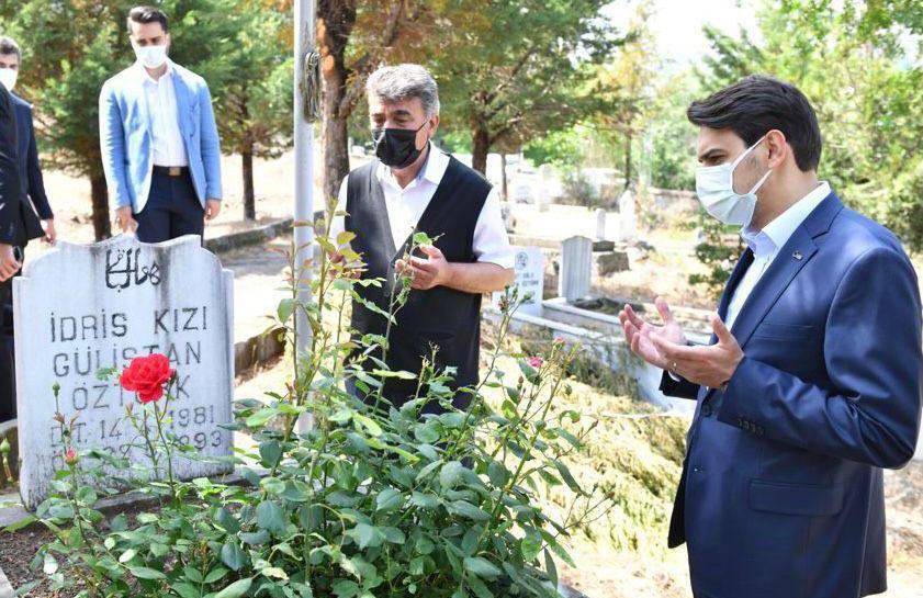 YTB Başkanı Eren, Solingen Faciasında Hayatlarını Kaybeden Genç Ailesi Üyelerini Mezarı Başında Andı