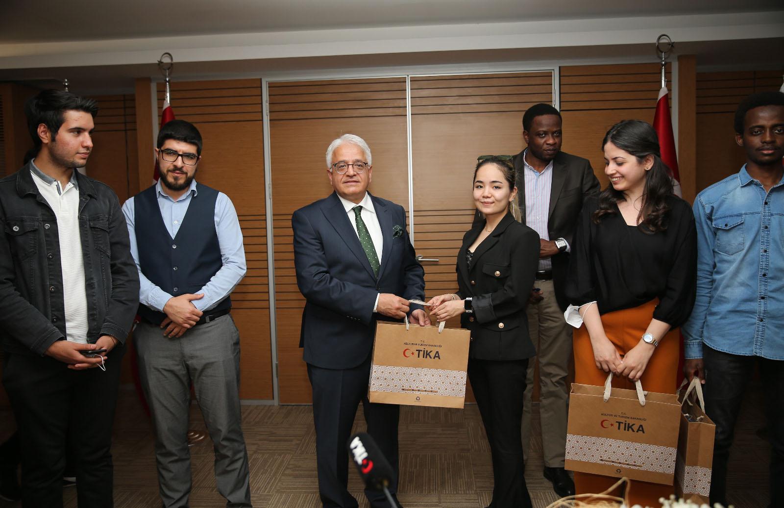 'Uluslararası Diplomasi Okulu' Öğrencileri TİKA Başkan Yardımcısı Dr. Mahmut Çevik'i Ziyaret Ettiler
