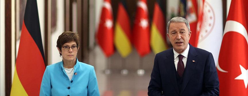 Akar, Almanya Savunma Bakanı Kramp-Karrenbauer ile bir araya geldi