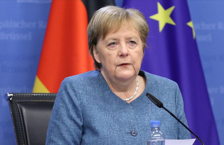 Almanya Başbakanı Merkel'e ikinci doz virüs aşısı uygulandı